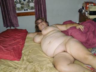 dont beg  I would gladly  slide a hard cock into you eat you and make you cum prior to me unloading my cum into your sweet pussy or even on that sexy belly and boobs