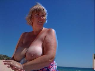 Mmmmm, looking very hot hunni😍😍   Id love to rub sun cream on for you xxxx
