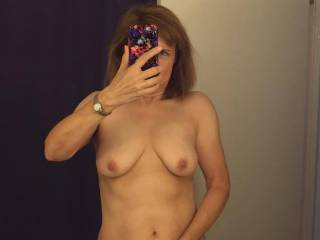 Oh my yes what a fine sexy beautiful mature women with a fantastic looking body I love some playtime with you Mmmmmmm