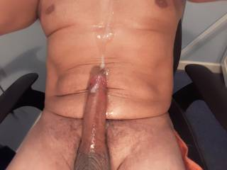 shot a huge load watching a gorgeous pussy