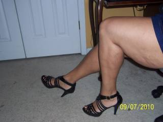 mmmmm...look at those thighs! Very tasty! I love the heels, i would lick your feet while in the heels