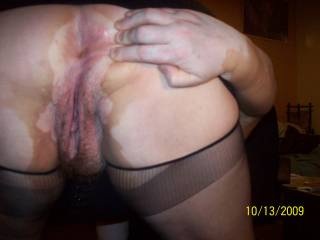 Oh yeah that amazing!!! I will love to fuck that asshole and filling with cums and see the cums run down yr pussy!!!!