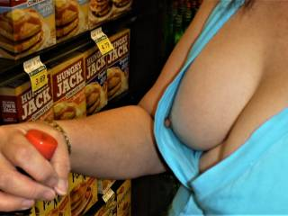 downblouse view of my tit while shopping