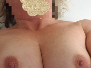I\'m not a small chested woman, and i love my boobs