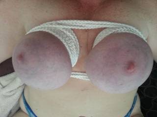Wife loves to have her tits tied up makes her squirt