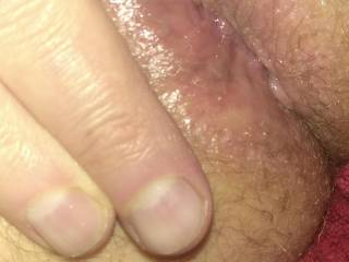 To all you ass lovers, here\'s a shot of my tight hole.