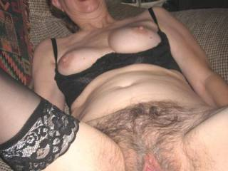 Who wants to cum on my hairy pussy??
