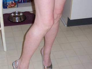 Oh my Goodness those legs are Amazing!!! Its not fair that anyone should have such sexy pins!! Stunning! xxx