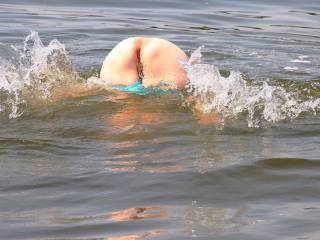 When ever we go out on the lake I get horny n flash my ass I know that when I get back on the boat I\'m going to get my pussy licked and fucked