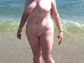holy fuck i love your full figure body perfect tits awesome hips and that sexy tummy sends shivers thru my cock not to mention that sexy trimmed pussy