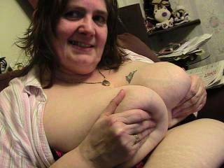 love to titfuck those big soft tits!