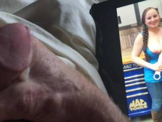 I always love jerking my cock to her sexy photos.