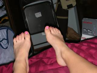 please take more ppic og your sexy feet and ass, i got soooo hard looking at your amazing feet