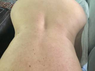 bend over sucking hubby !!!!! how you like my back view!!!!!