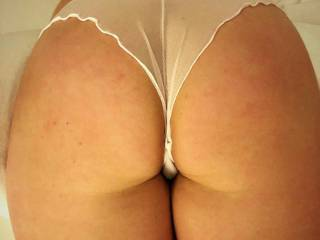 Love her round ass ...
