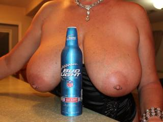 i love beer and i love big great tits now thats a combo !!!