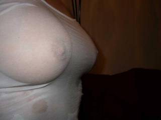 her boobs looking more sexy when wet... take a look