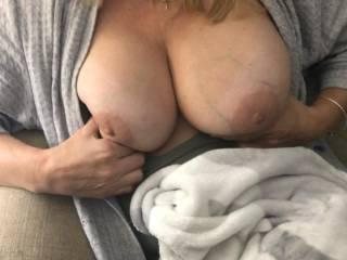 anyone wanna cum on her tits..
