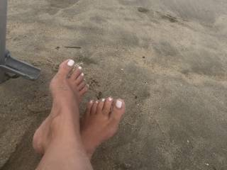 I can't wait to suck these toes and jerk off while I do