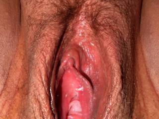 Love the lips, hot clit and creamy juices..mmmmm..i want to swallow them
