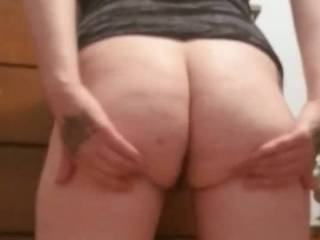 Wife shakes claps bounce her big booty for a little tease