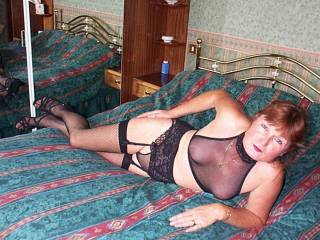 mmmmmm, what a hot and sexy looking girl..xxxx