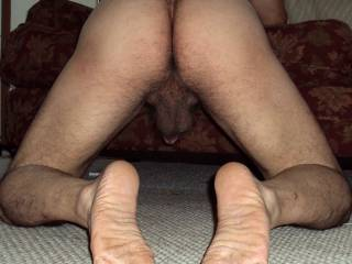 Hot hairy ass... nice hanging ball sac and sexy feet... I want to lick and suck all of it