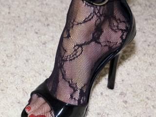 wow, would love to feel my cock and balls under those beauties...yumyumyum!!