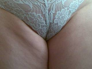 nice pic,v.sexy love to run my tounge along your inner thighs as i slip a probing finger inside your knickers.