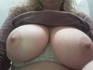 1-24-19 Today's daily pic of Kiki's big tits! Don't they look amazing?
