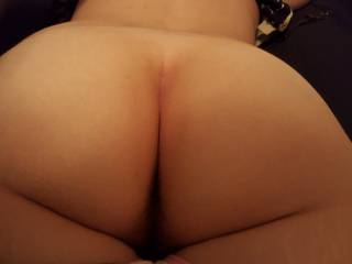 First time uploading here, what do you guys think of my ass? :)