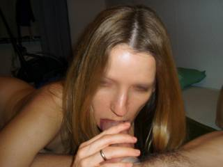 My kind of woman, I love being sucked !!