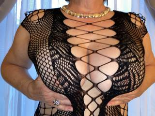 What do you wanna see zoigers? We\'re all couped up in this quarantine!! How about some big mature natural titties? Does that make your day?