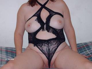 There's a lday that knows how to choose her lingerie. You look very sexy.