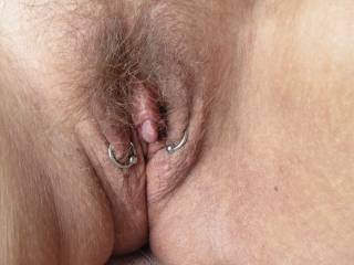 damn that clit is soo amazing, would love to have it in my moth,!! xx us