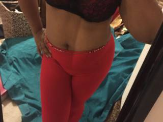 EBONY CHEYVONNE - she sends me a few pics to motivate me to swing by! Fellas! should I go?