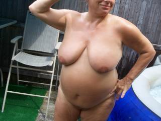 Mmm would love to suck on her big pendulous breasts and experience her curves in the flesh.