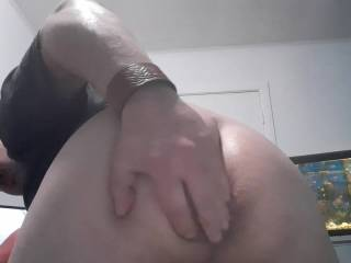 Just a little ass teasing for Zoig members!! Any volunteers to eat my ass and finger it really hard???