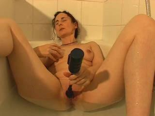 Masturbating to a good tight orgasm in the bathtub