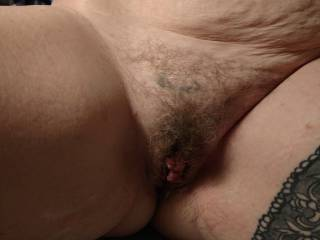 Who likes to eat hairy pussy?