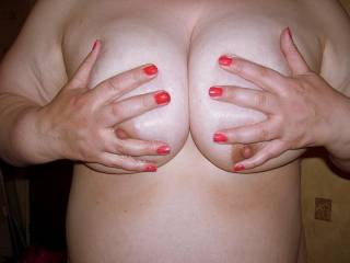 sure would love to manhandle those nice titties:))