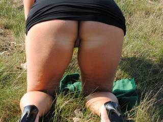 thats a mighty fine arse.. can i guess if your kneeling in Aussie Grass ??