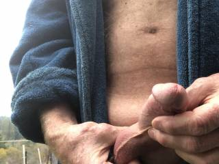 Love jerking off on a chilly morning.