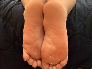 Got a little cum on her toes 😈