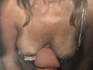 This sexy woman could stroke my mature cock anytime. I love her facial expression😉