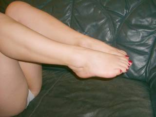 i love your sexy feet and legs and mmmmmmm yummy thighs