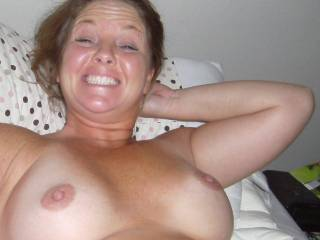 Yes she does and it is a nice one, and very nice tits to.