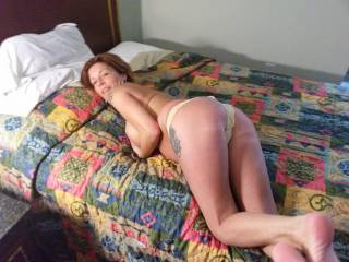 We got a room and she took her pants off and showed off her nice ass in a thong...