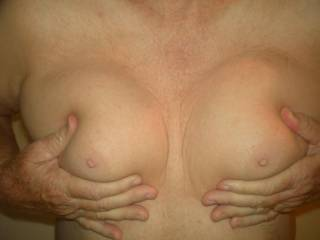 I would love to feel those beautiful titties too!!