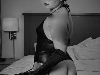Please have me and dom me all night to your wishes.  Long island Suffolk county . lets play I am such  a sub.